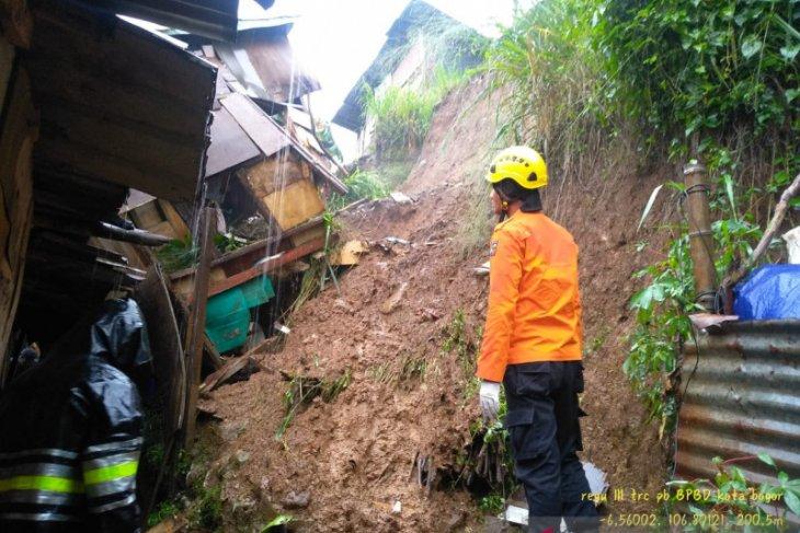 Landslide in Bogor claims one life