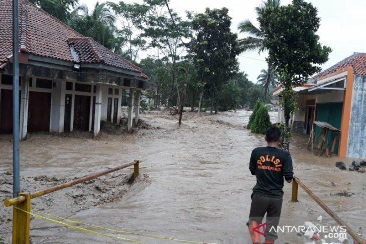 Hilman hanyut terseret banjir di Jasinga Bogor