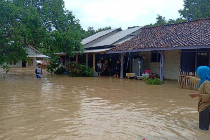 Banjir makin meluas di Karawang