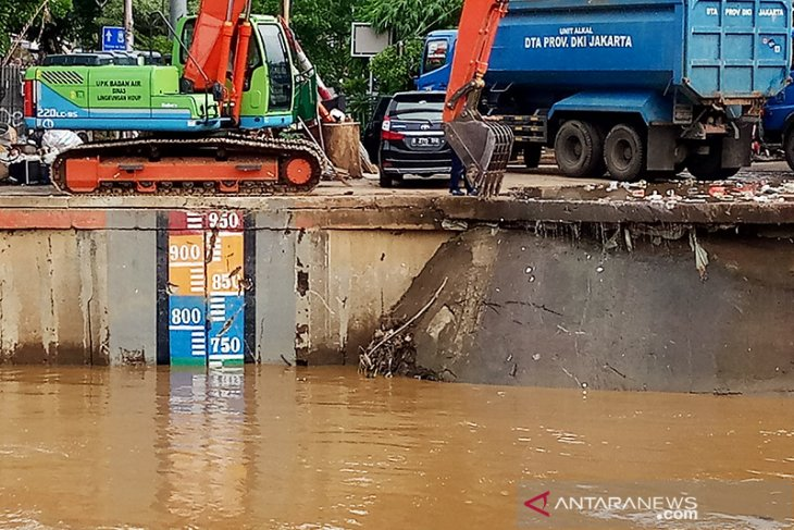 Tinggi muka tujuh pintu air Jakarta normal Sabtu pagi
