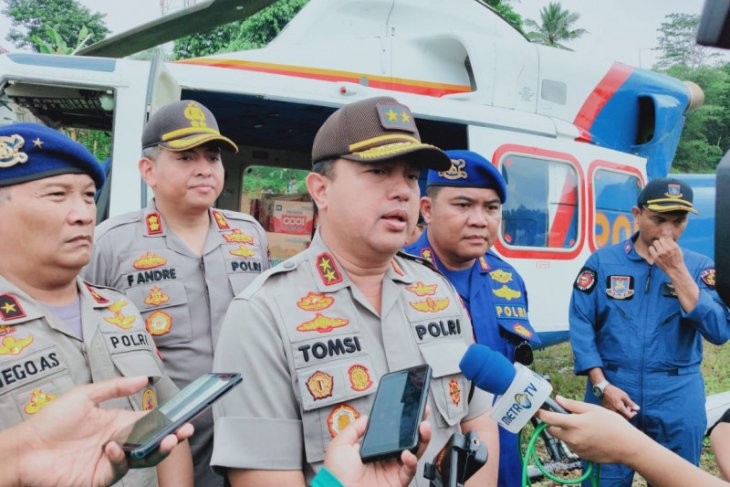 Polda Banten kirimkan bantuan logistik korban banjir di Lebak lewat udara