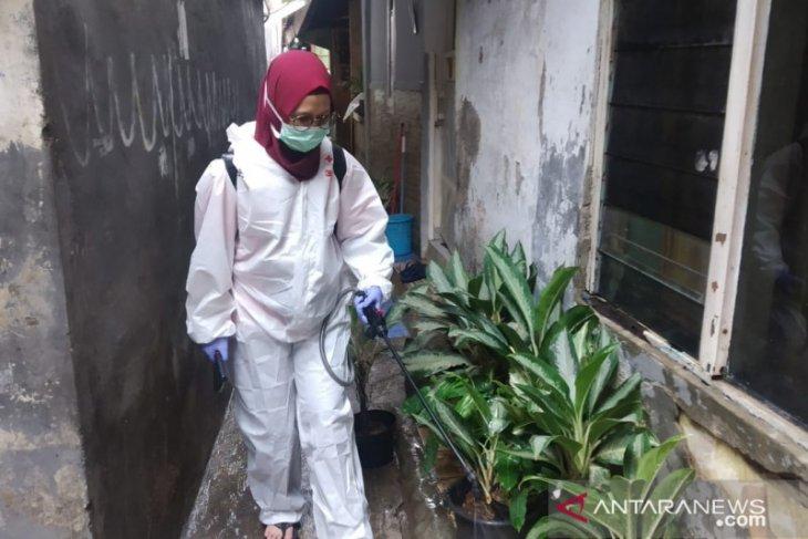PMI semprotkan disinfektan ke lokasi terdampak banjir Jakpus