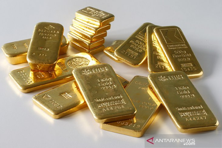Emas turun setelah saham pulih, dolar menguat jelang pertemuan Fed