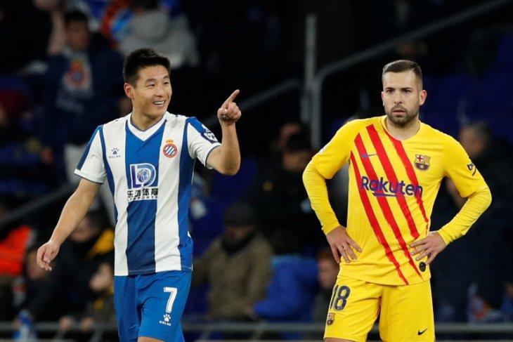 Barcelona ke puncak klasemen lagi walau seri 2-2 lawan Espanyol