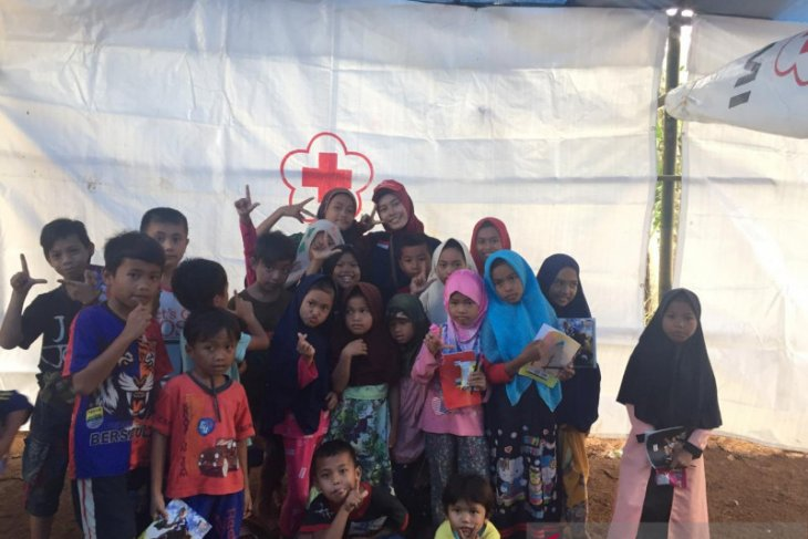 PMI mendirikan sekolah lapangan di lokasi bencana banjir Lebak
