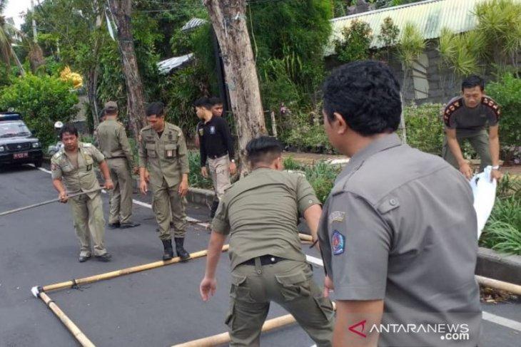 Satpol PP Denpasar tertibkan baliho