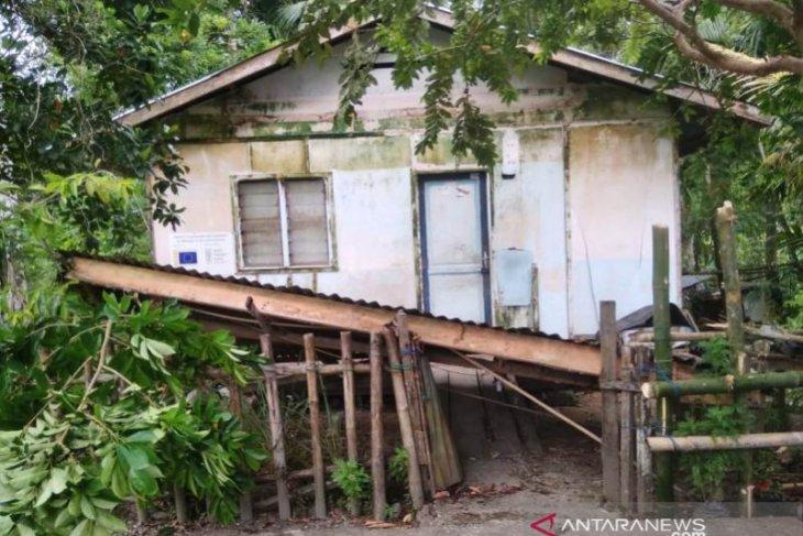 Kantor Bupati, pasar, dan rumah warga rusak akibat gempa di Simeulue