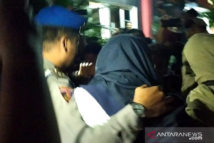 OTT di Sidoarjo, tiga orang dibawa ke Polda Jatim