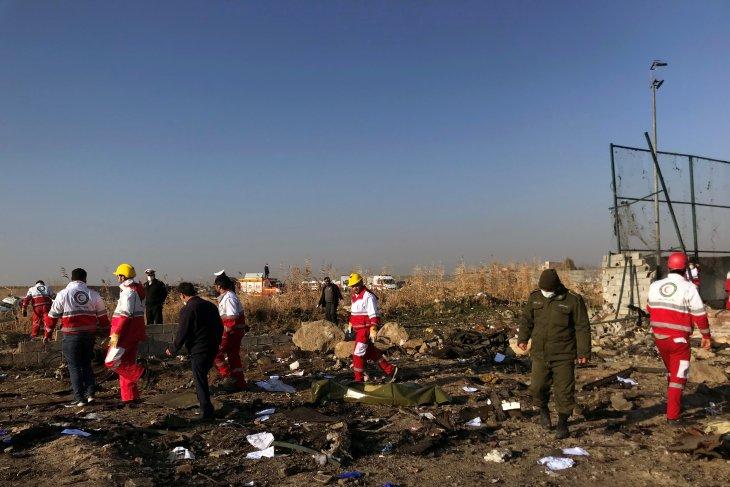 Semua penumpang  kecelakaan pesawat di Iran tewas, termasuk pengantin baru warga Kanada