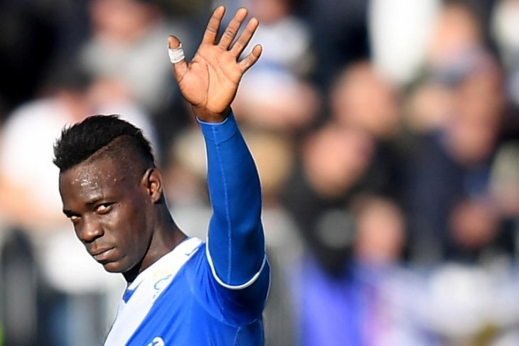 Lazio didenda gara-gara fans hina rasis Balotelli