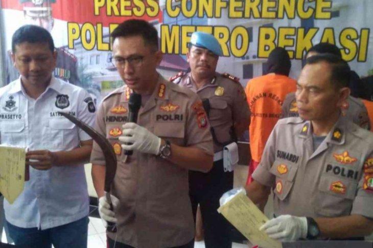 Pembacokan Ramdani di depan kantor kecamatan akibat cemburu
