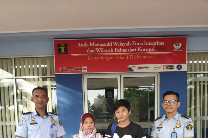 Two Malaysian teens deported over violation of immigration regulations