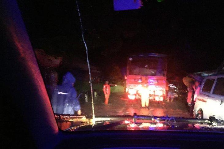 Akses jalan Lintas Barat Sumatera terputus akibat longsor