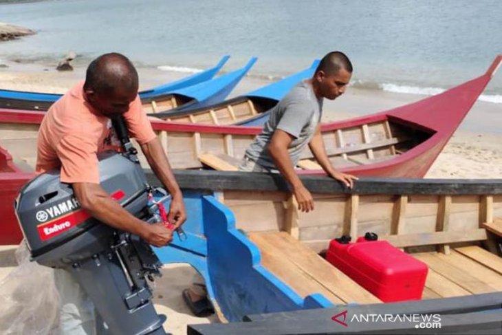 Nelayan Aceh Jaya terima bantuan boat dari Pemerintah