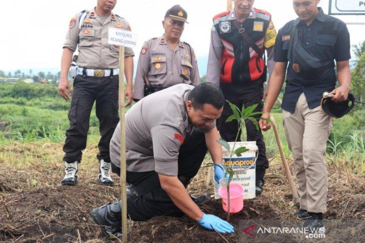 Sukseskan program penghijauan, Polres Rejang Lebong tanam ratusan pohon
