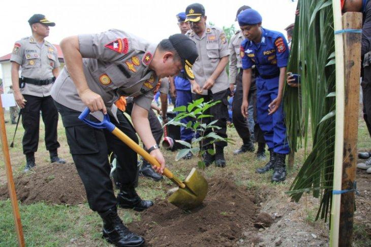 Polda Malut tanam 7.375 bibit  pohon