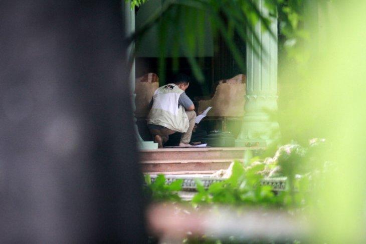KPK boyong koper biru geledah rumah dinas Bupati Sidoarjo
