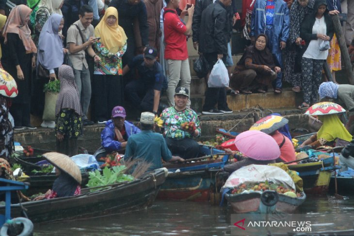 Walikota Banjarmasin Membuka Pasar Terapung Kuin-Alalak