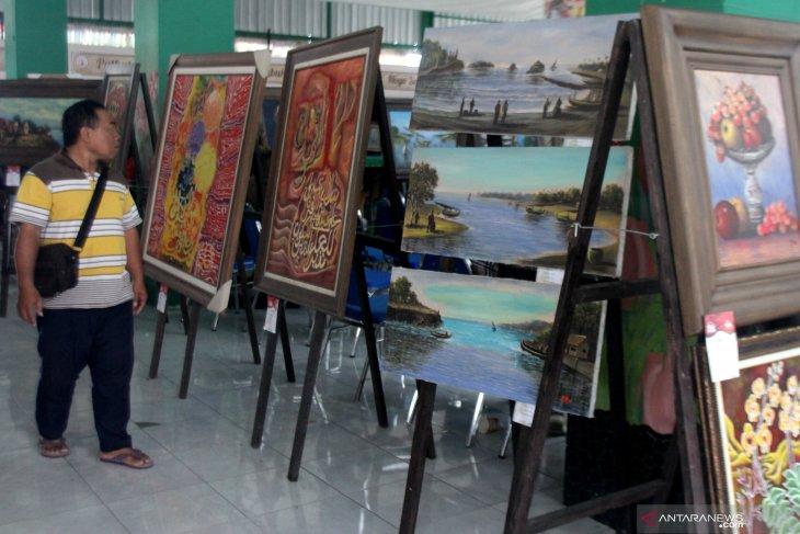Pasar seni rupa di Malang