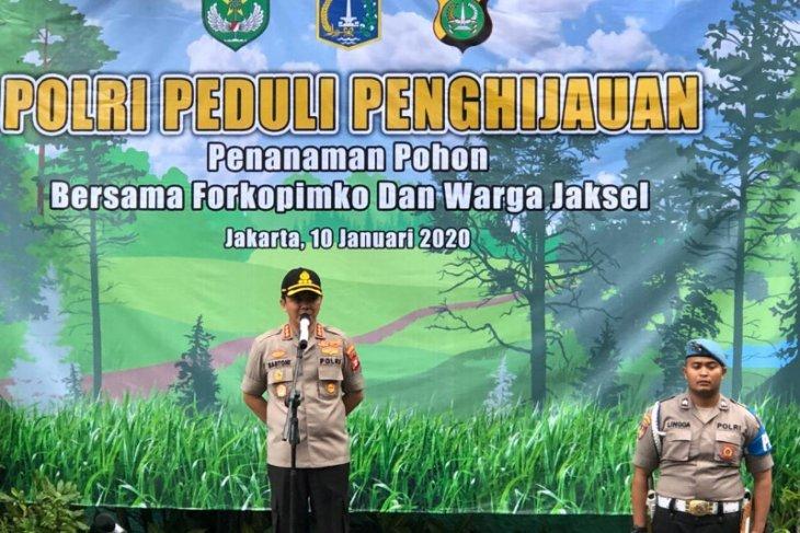 Kapolrestro Jaksel 'wajibkan' anggotanya tanam bibit pohon bila naik pangkat