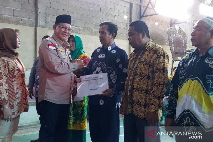 Bupati serahkan bantuan bagi warga Tanjung Lalak