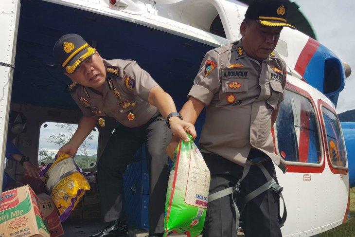 Polda masih distribusikan bantuan korban banjir via udara