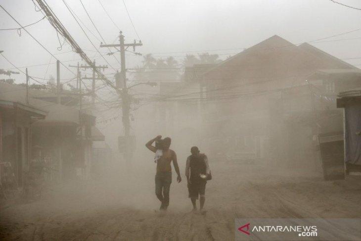 Ibu kota Filipina lumpuh akibat aktivitas gunung api Taal