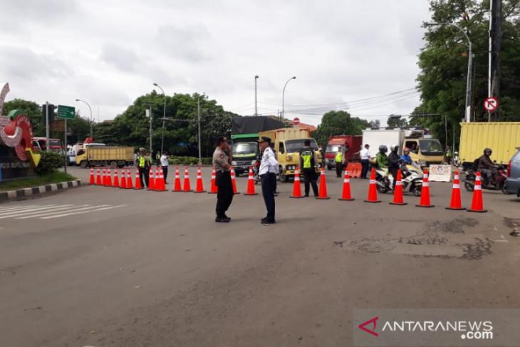 Pengendara diminta hindari Jalan Daan Mogot akibat jalan amblas