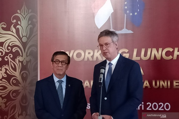 Minister Laoly receives 20 ambassadors from EU