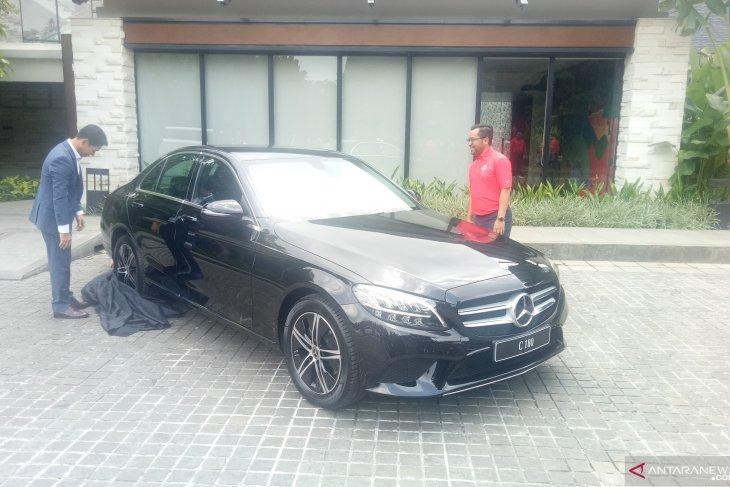 Spesifikasi Mercedes Benz C180 dan Mercedes Benz Vito