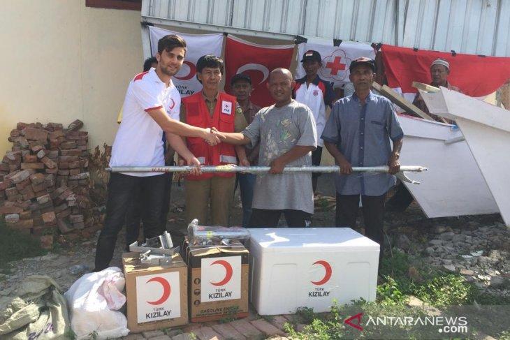 PMI-BSM Turki distribusikan alat tangkap ikan untuk nelayan korban tsunami Palu