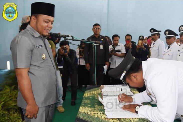 Wabup Tanjabtim ingatkan kades terpilih tak asal ganti perangkat