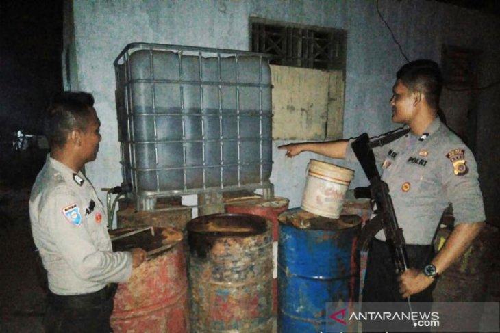 Polisi gerebek gudang minyak oplosan di Aceh Utara, tersangkanya kabur