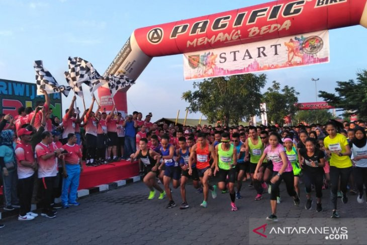 Ribuan peserta ikut lomba lari 10 K Kodam Sriwijaya