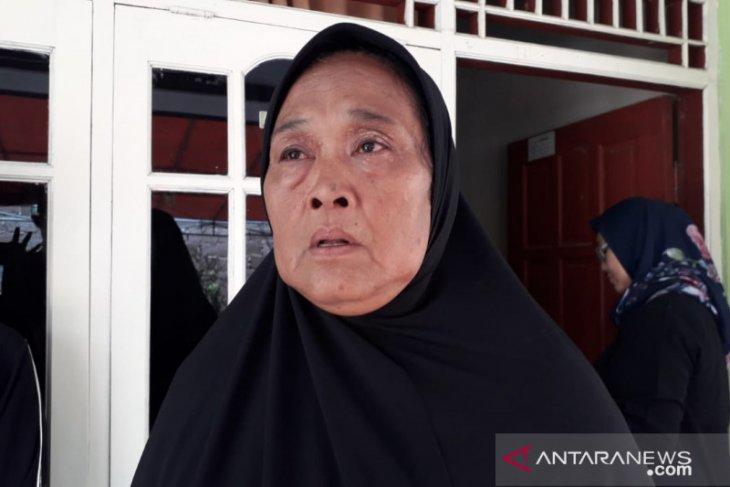Ibu dari sopir bus yang alami kecelakaan di Subang minta maaf