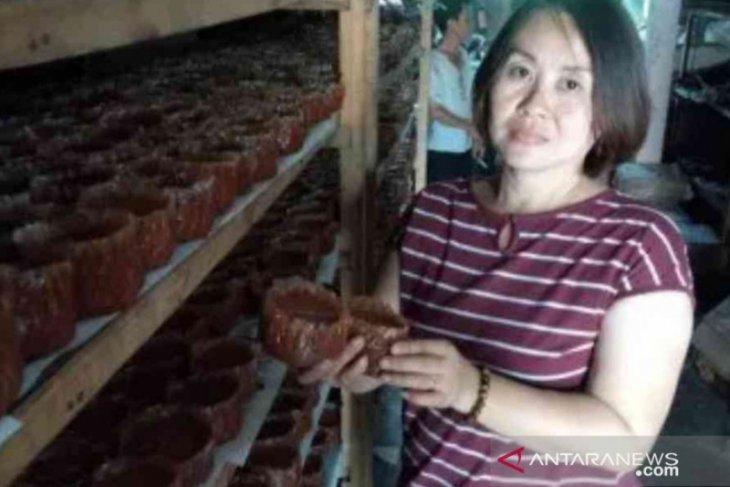 Produsen rumahan kue keranjang di Bekasi banjir order