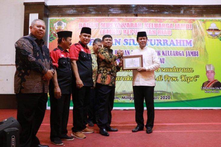 Bupati Tanjabbar hadiri pengukuhan Badan Musyawarah Keluarga Jambi di Batam