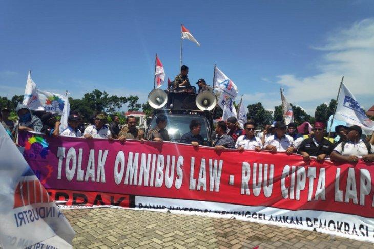 Buruh Mukomuko tolak RUU Cipta Lapangan Kerja