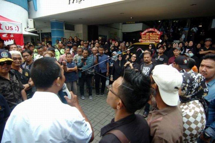 Unjuk rasa pedagang pasar