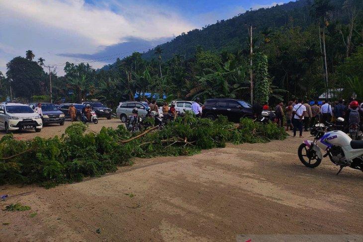 Masyarakat Wondama minta pembangunan jalan Wasior-Rasiei dipercepat