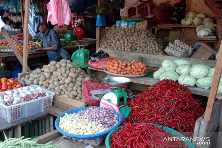 Ibu rumah tangga di Ambon mengeluh harga bawang putih Rp60.000kg