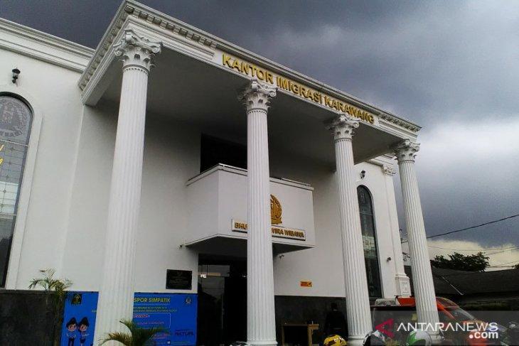 Imigrasi Karawang menolak puluhan permohonan paspor calon TKI ilegal