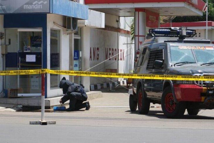 Polisi amankan kotak plastik diduga bom
