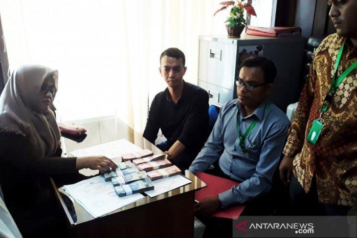 Kejari Banda Aceh tahan PNS terima gaji ganda, kerugian negara capai Rp375 juta