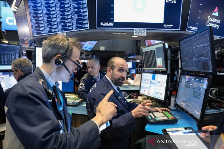 Wall Street turun karena meningkatnya ketakutan atas virus corona