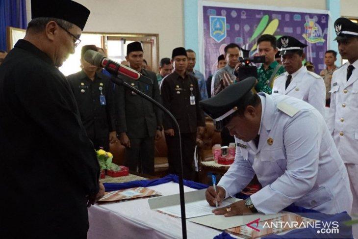 Lima kepala desa dan ketua TP PKK desa wilayah Daha dilantik