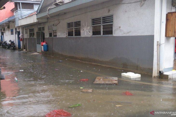 Genangan di Gang Kelinci III Pasar Baru Jakarta