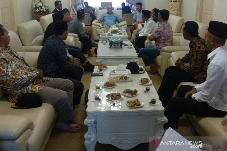Forum reje temui Bupati keluhkan kekosongan bidan desa