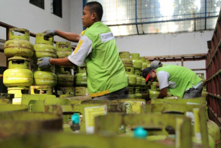 Pertamina tambah penyaluran 421.000 tabung elpiji 3 kg di libur Imlek