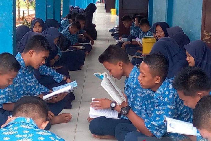 SMPN 17 Tanjabtim tingkatkan budaya baca melalui